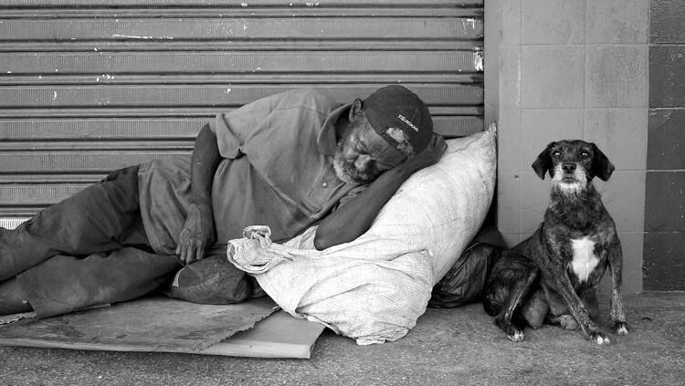 Por que negamos dignidade às pessoas em situação de rua?