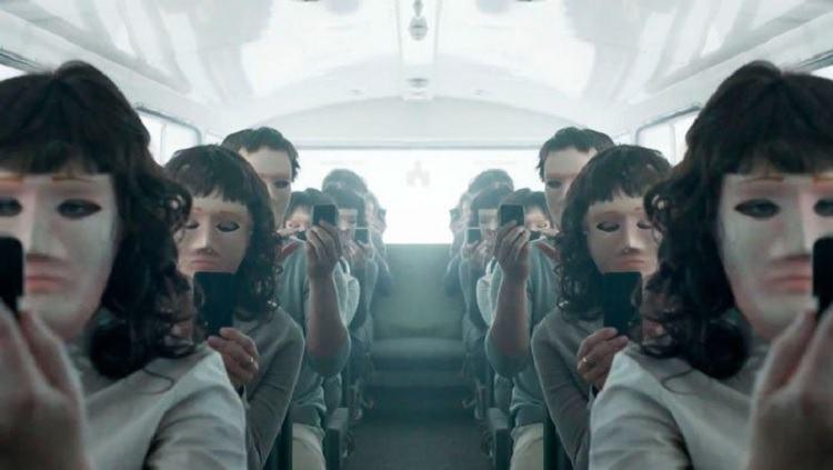 Parem de dizer que Black Mirror é sobre o futuro