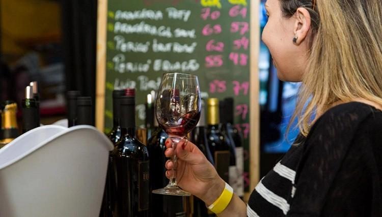 O que é o vinho tinto?