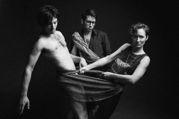 Conheça Sons of an Illustrious Father, a banda de Ezra Miller