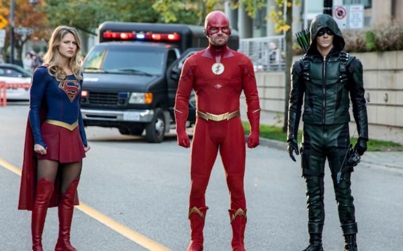 Próximo crossover de Arrow, Flash e Supergirl será com 'Crise nas Infinitas Terras', Deveserisso