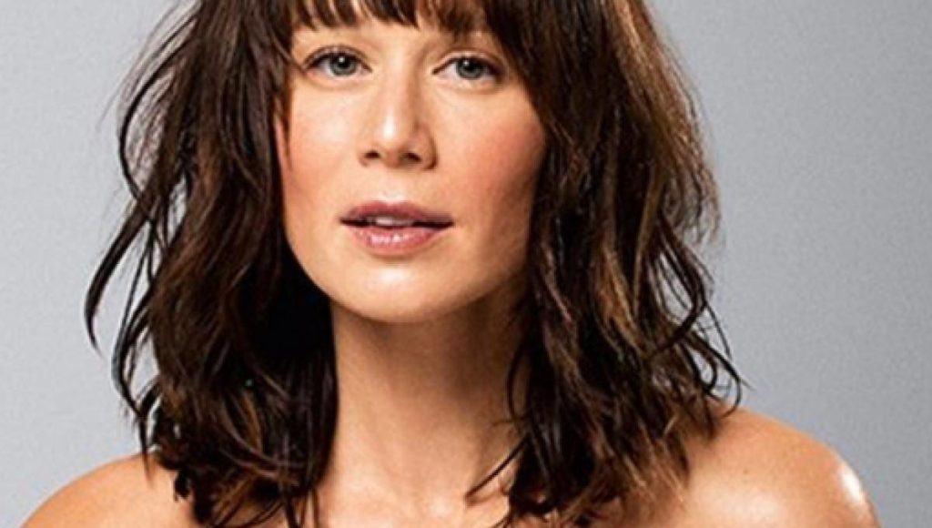 Mariana Ximenes com novo corte de cabelo em Ilha de Ferro