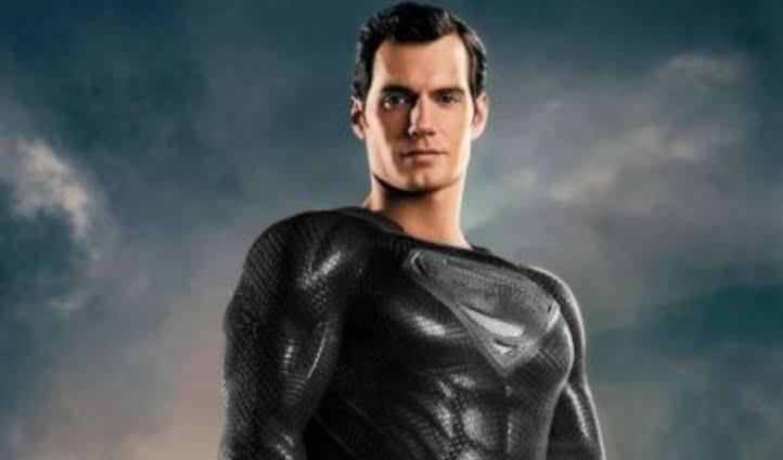 Zack Snyder libera foto exclusiva de Superman com traje preto em Liga da Justiça