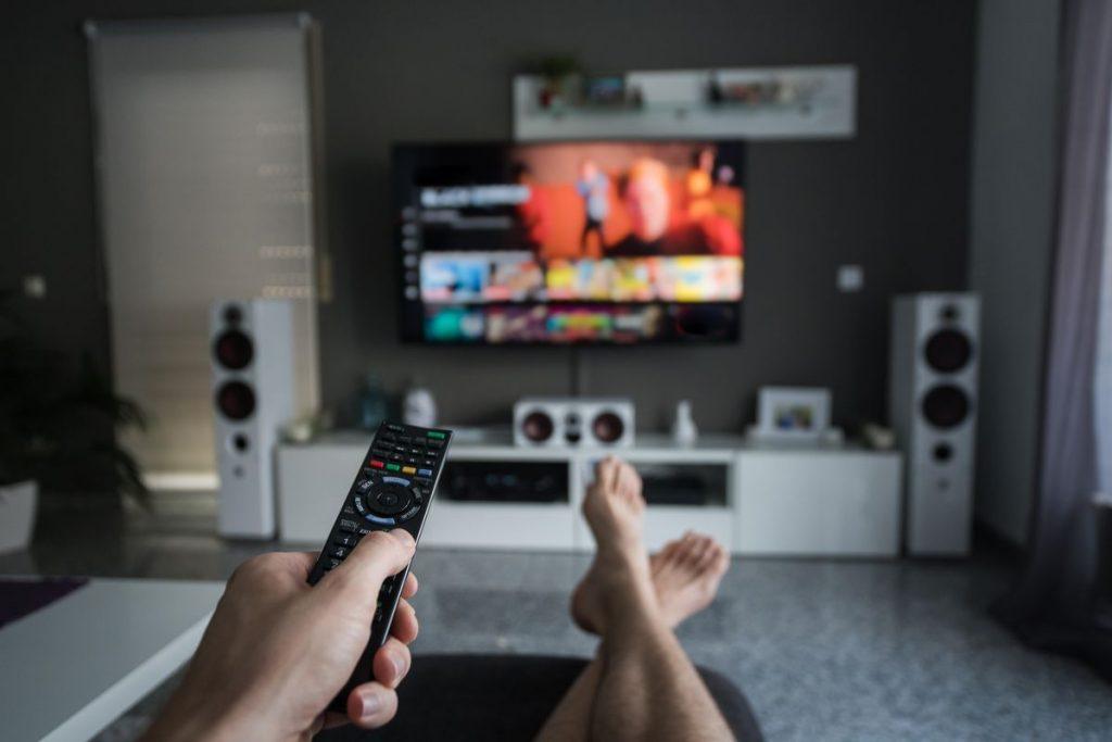 Quais são os filmes que vão passar hoje na TV aberta?